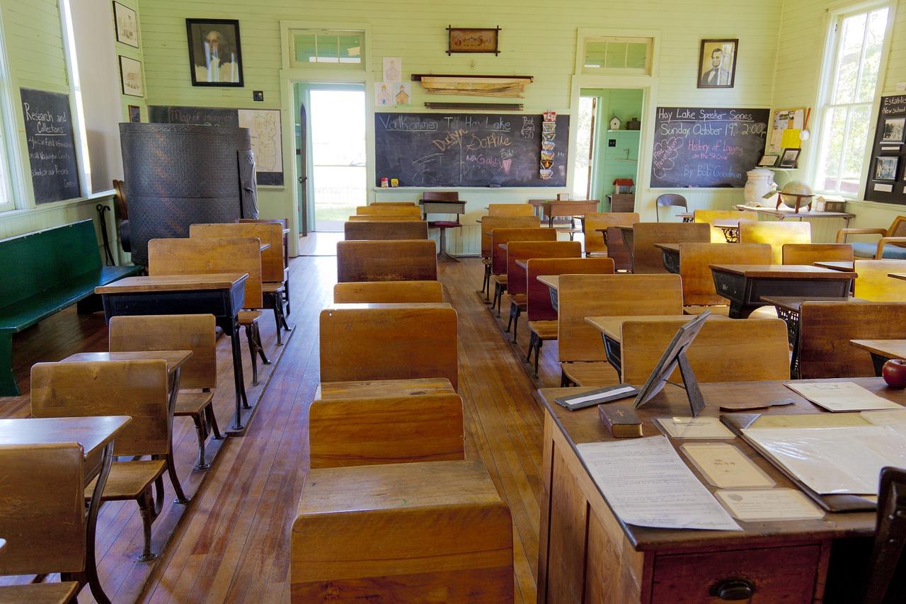 Riapertura delle scuole, la paura della terza ondata spinge verso gennaio 2021