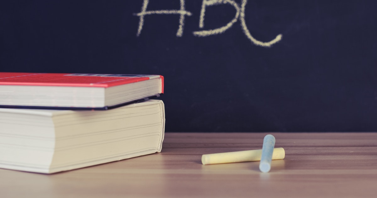 cattedra di scuola su cui si discute dei requisiti per graduatorie Ata 24 mesi