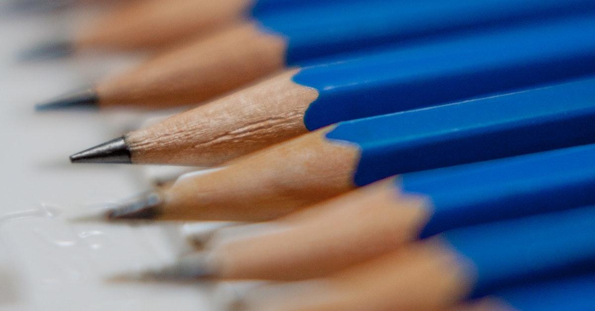 matite che usano docenti precari che aspettano decreto del governo.
