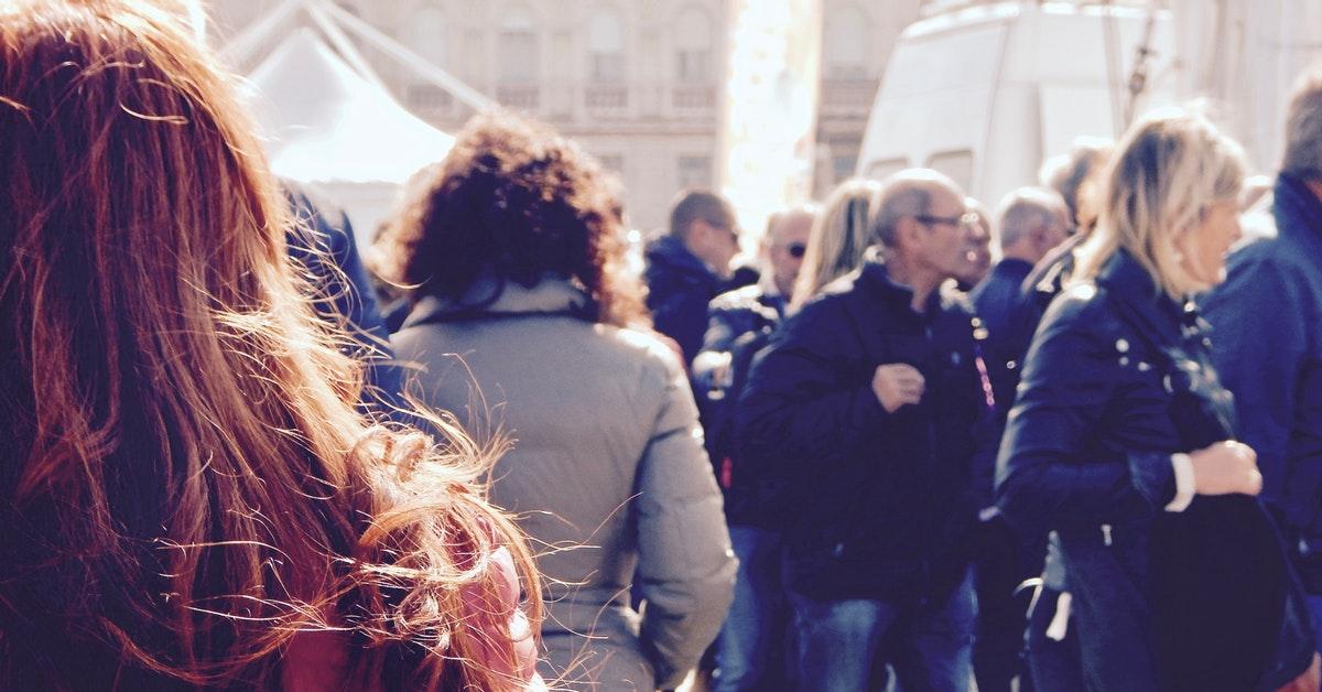 persone durante scioperi per scuola di venerdì.