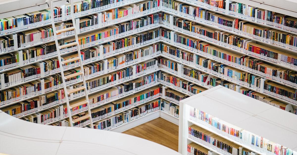 libreria di scuola in cui si attendono notizie dei pas